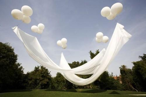 helium-holding-shade